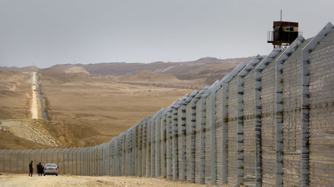 Israeli regime completes 230-km fence on Egypt border