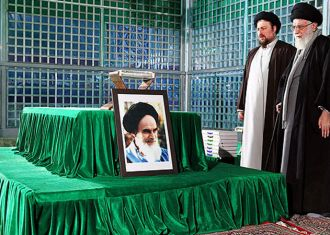 Photo of Supreme Leader visits mausoleum of Imam Khomeini