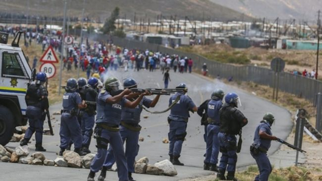 Photo of South Africa police attack farm workers in southwest