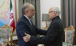 Photo of Iran's FM, Vatican Envoy Meet in Tehran