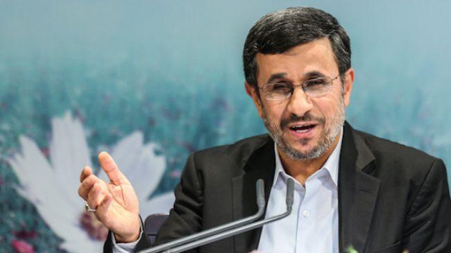 Ahmadinejad congratulates Correa on reelection