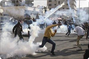 Israeli troops attack Palestinian protestors in W. Bank