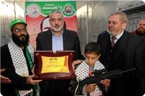 Photo of Palestinian Premier Haneyya visits liberated prisoner Rikhawi