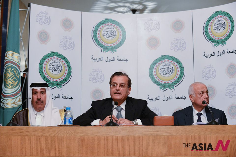 Photo of Zionist Qatari FM argues Lebanese PM on Syria's suspended membership of Arab League
