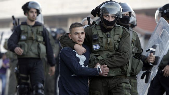 Photo of zionist slaughterer soldiers kidnap 6 Palestinians in West Bank