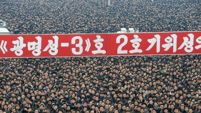 Photo of North Koreans call for US to be 'swept away' in mass rally