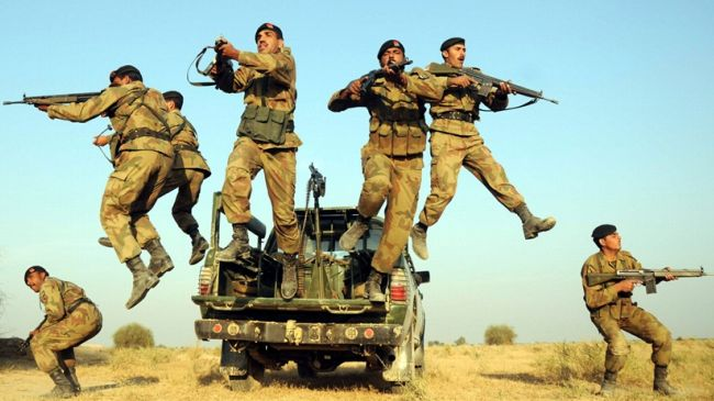 Photo of Pakistani security forces kill 100 militants, 13 soldiers die