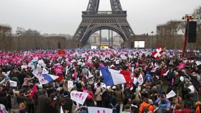 Photo of Thousands protest gay marriage bill in French capital