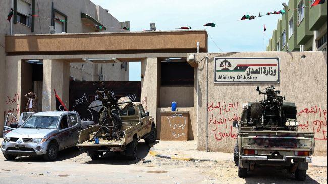 Armed men keep up sieges in Tripoli