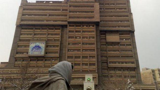 Hopefuls start signing up for Iran's presidential polls