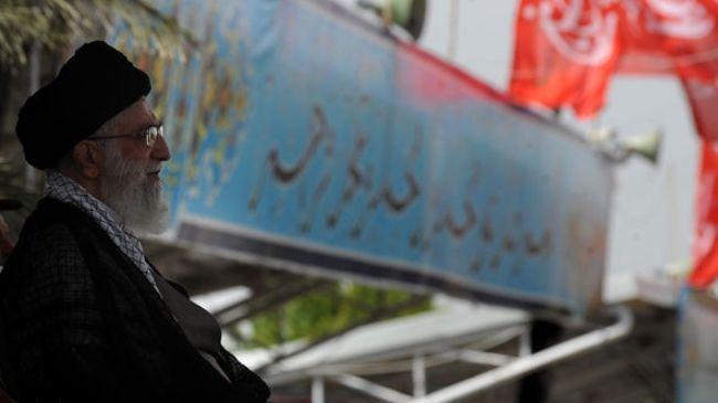"Photo of Imam Khamenei: ""Iran nation will punch US in mouth"""