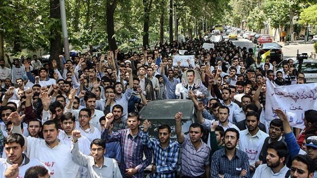 Tehran students censure desecration of shrine by militants in Syria