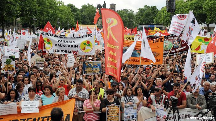Photo of Tens of thousands of Turks protest Erdogan Government in Germany