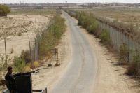 Syria militants fire on Iraq border posts
