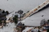 US laws avert aid for tornado victims
