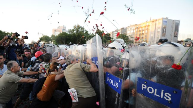 Photo of 1000s rally for, against Turkey govt.