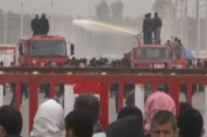 police_teargas_syrian_refugees