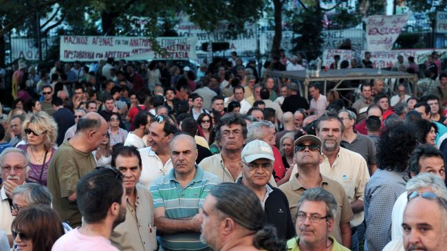Photo of Greeks hold rally in support of state broadcaster