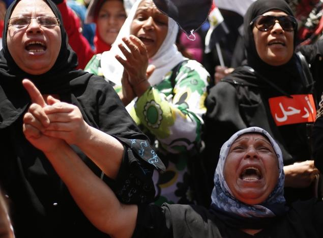 Photo of Egypt- Four Brotherhood leaders detained over protester deaths