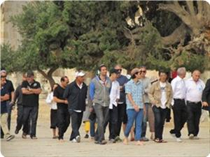 Two hundred Jewish settlers break into Aqsa mosque