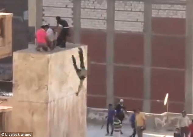 Photo of Extremist Who Threw Egypt Teenager Off Roof Top Captured
