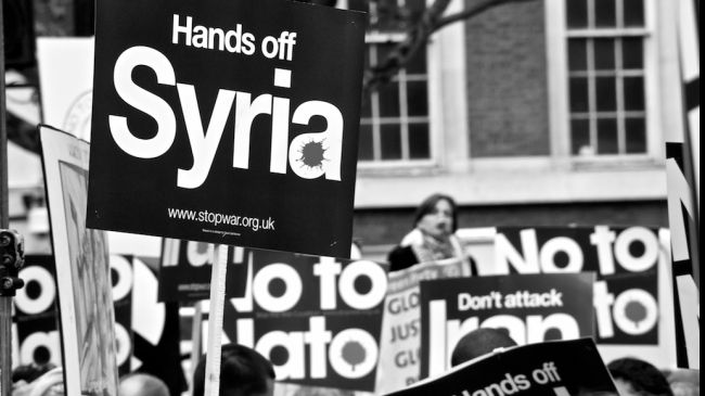 Photo of 100s protest outside UK PM's office against intervention in Syria