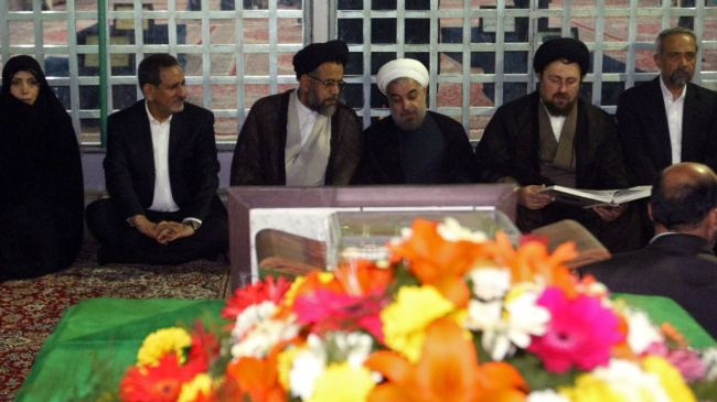 Photo of Iranian president, Cabinet reassert allegiance to late Imam Khomeini