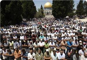 Photo of Tens of thousands attend Eid prayers at Aqsa Mosque