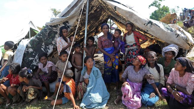 Photo of Myanmar forcefully relocates hundreds of Muslims in west Myanmar