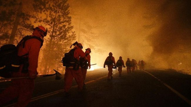 Photo of US firefighters rush to defend towns