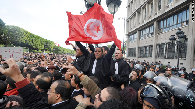 Photo of Tens of Thousands Anti-Government Protesters Pour onto Tunisian Streets
