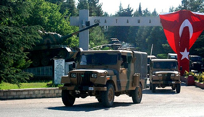 Turkish jets, troops positioned at Syria borders