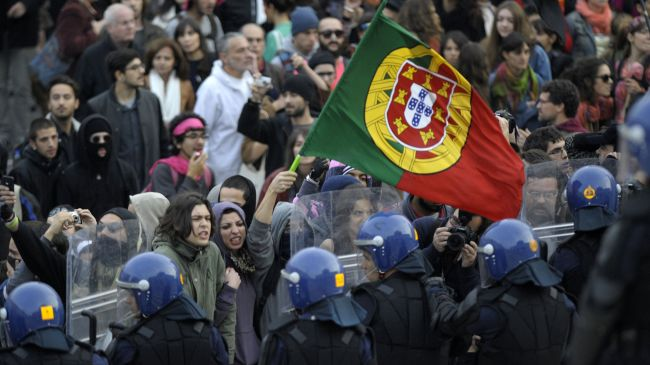 332289_Portugal-strike-austerity