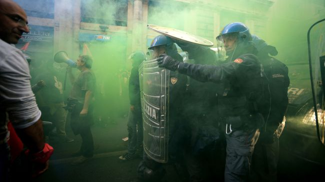 332310_Italy-housing-clashes