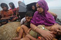 Buddhists ruin Myanmar Muslim houses