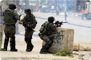 IOF soldiers shoot at, wound Palestinian worker