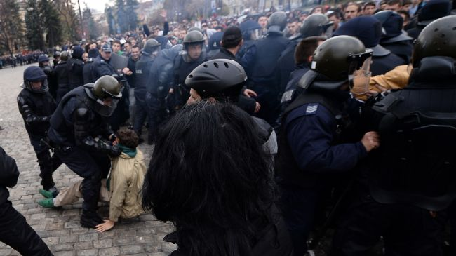 Photo of Bulgaria students clash with police, five arrested