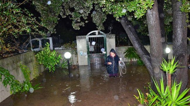 335411_woman-flood-garden