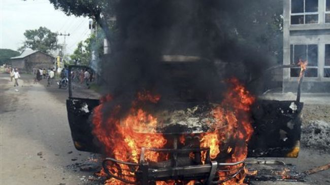 336699_vehicle-burns-Bangladesh