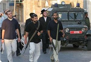Photo of Zionist Israeli settlers throw firebombs at Palestinian house