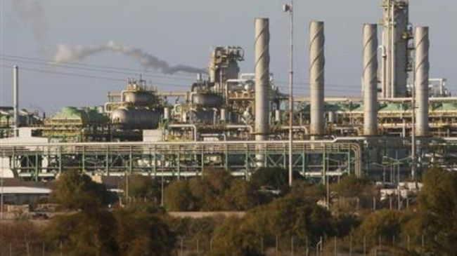 Workers abandon oil and gas complex in Western Libya