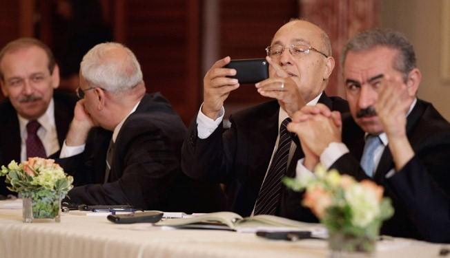 Palestinian peace negotiators resign over Israeli settlements