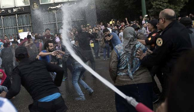 More clashes as Egypt police disperse Cairo protests