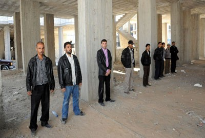 Photo of 34 gunmen and army deserters surrender to authorities in Damascus Countryside