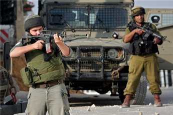 Photo of zionist Forces Shoot Palestinian Protesters, Raid Homes