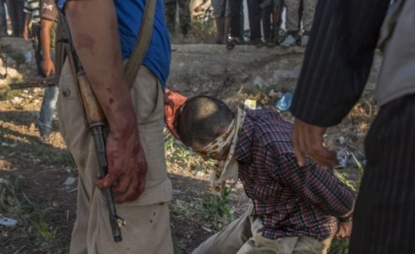 Photo of ISIL Terrorists Claims Responsibility for Cutting off Heads of Syrians in Adra