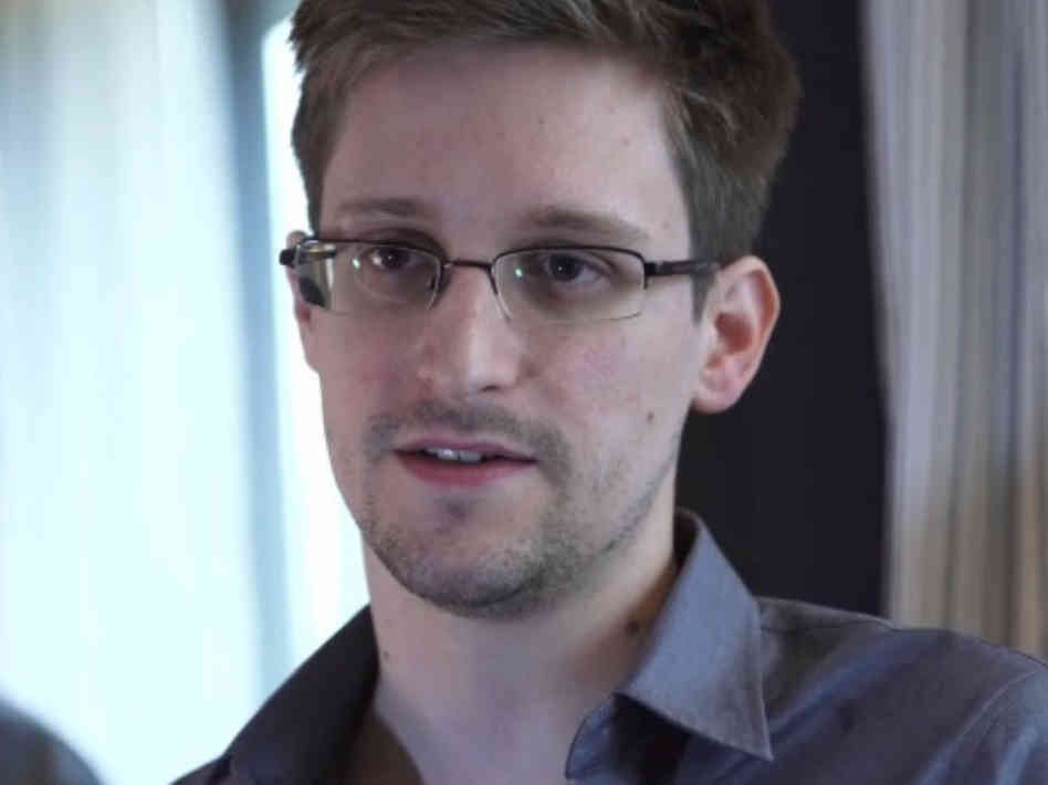 Photo of Snowden Offers to Help Brazil Investigate NSA Spying, Hints at Political Asylum