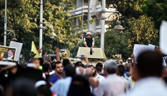 Egyptian police fire tear gas to end Cairo clashes