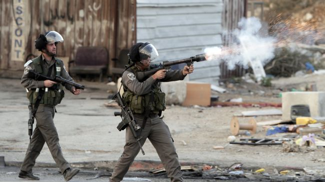 Photo of zionist troops open fire on Gazans, injure 2
