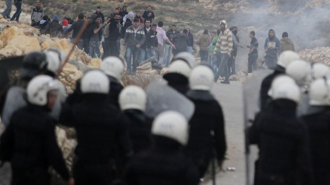 345281_Palestinian-protesters